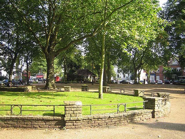 Pond Square Gardens